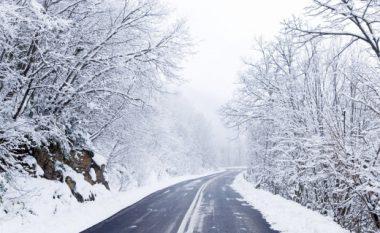 Ulen temperaturat, shi e dëborë në të gjithë vendin