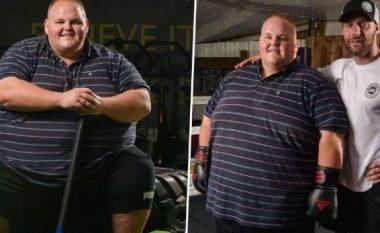 Një fjalë mjaftoi që ky djalë të humbasë peshën (FOTO LAJM)