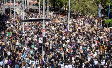 Australia proteston: Mijëra gra marshojnë kundër abuzimit dhe ngacmimit s*ksual