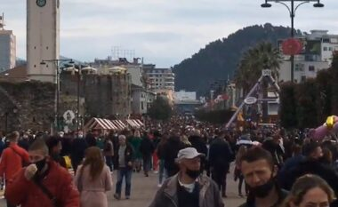 Elbasani harron COVID-in, qytetarët mbushin rrugët plot