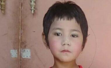 7 vjeçarja qëllohet për vdekje në prehërin e babait