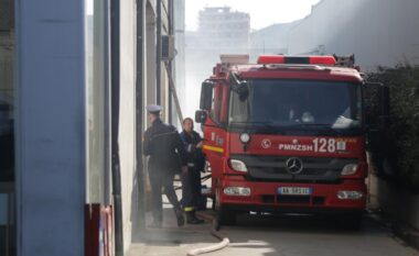 Zjarri shkrumbon 30 milionë lek mall në një mobilieri në Fushë-Krujë