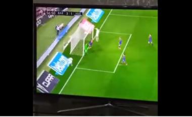 Lojtari i Huescas bën gafën e vitit me portën bosh (VIDEO)