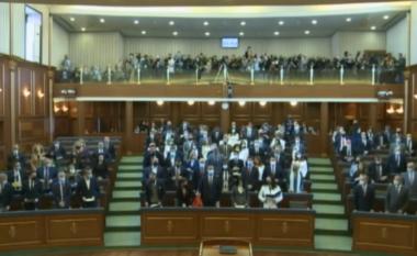 Fillon seanca e Kuvendit, ja sa vota duhen për formimin e Qeverisë së re (VIDEO)