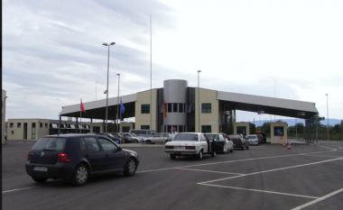 Tentoi të kalonte kufirin me pasafortë false, kapet 28 vjeçari në Muriqan