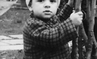 S'do ta njihnit asnjëherë, ky vogëlush është sot artisti i madh (FOTO LAJM)