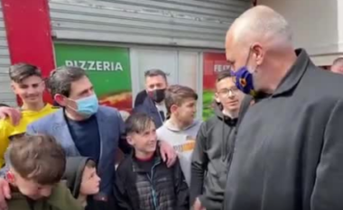 """Kryeministri vë në siklet fëmijët: Hajde të thërrasim bashkë: """"Rama ik"""" (VIDEO)"""