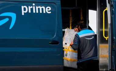 """""""14 orë punë dhe urinim në shishe"""", punonjësit akuzojnë Amazon për kushte çnjerëzore"""