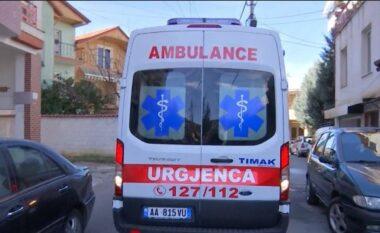 Aksident në Tiranë, përfundon me urgjencë në spital motoristi