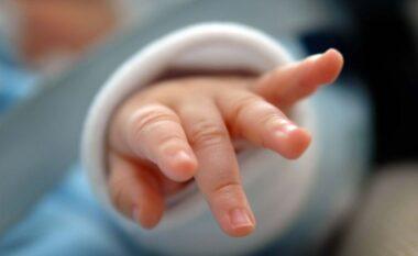 U vaksinua para lindjes, nëna sjell në jetë foshnjen me antitrupa të COVID-19