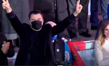"""Mbërrin Basha në sheshin """"Nënë Tereza"""" (VIDEO)"""