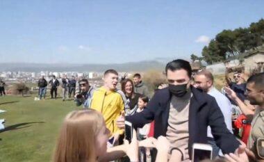 """Basha takon të rinjtë në Elbasan, bëhet """"xheloz"""" për Gazment Bardhin"""