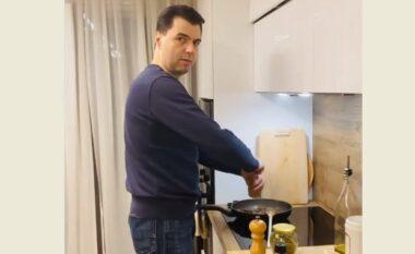 Gatoi mëlçi pule, dhe jo salçiçe, Basha sulmon qeverinë: Kërpudhat helmuese nuk janë në menynë e ditës së gatimit