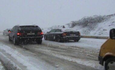 Acari dhe bora mbërthejnë edhe qytetin e Kukësit