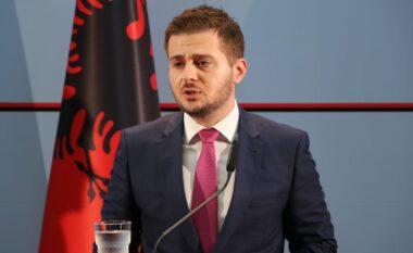 Ish-ministri Cakaj kërkon ndihmë: Kam babain me COVID-19