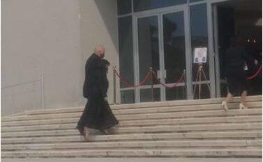 Kryeministri Rama dhe bashkëshortja mbërrijnë dorë për dore për të kryer homazhe për Bashkim Finon