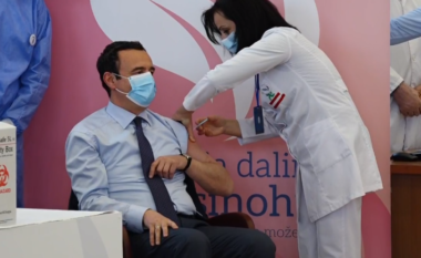 Albin Kurti merr vaksinën kundër koronavirusit (VIDEO)