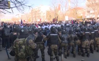 """Jepet vendimi për 3 protestuesit e """"Monstrës"""", avokatët do ta ankimojnë vendimin (VIDEO)"""