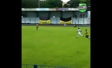 Spektakli vjen nga Brazili, shikoni si poshtërohet portieri (VIDEO)
