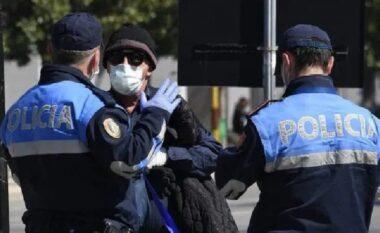 """Policia """"me dorë të hekurt"""", ndëshkon 2584 persona që nuk mbajtën maskën anti-Covid (VIDEO)"""