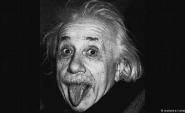 Si sot, ka lindur Ajnshtajni: Mësoni arsyen pse ka nxjerrë gjuhën në foto