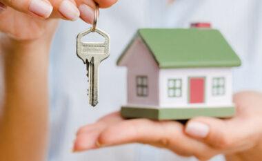 Kursimet e shqiptarëve shkojnë për të blerë shtëpi, nivelet më të larta rajonale