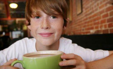 A mundet që kafja të ndalojë vërtet rritjen e fëmijëve?