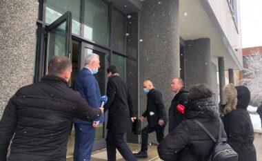 Albin Kurti arrin në Kuvend, sot prezanton kabinetin qeveritar