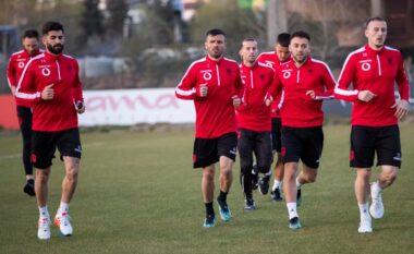 Kombëtarja mbërrin në San Marino pa Gjasulën dhe Kamberin, në dyshim edhe Roshi