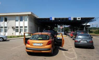 Emigrantë të paligjshëm në makinë, arrestohet i riu