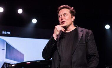 Elon Musk nuk është më shefi ekzekutiv i Tesla, kështu e kurorëzon veten