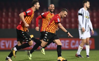 Zhbllokohet sfida, Benevento befason Juventusin (VIDEO)