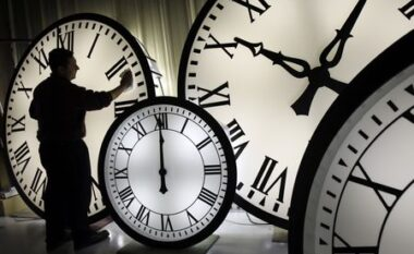 Ndryshimi i orës: Pse ndodh çdo pranverë dhe si do të ndikojë tek ne