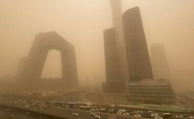 Stuhia e rërës kaploi Pekinin, shqiptarja: Është fenomen që ndodh rrallë
