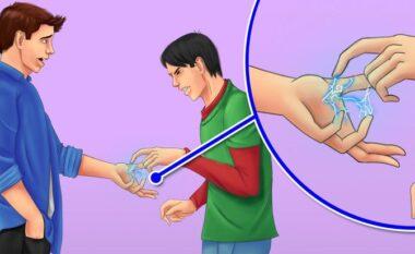 Pse mund të ndjeni një goditje të lehtë elektrike kur prekni dikë