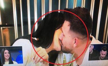 Ndodhi më në fund! Ledjana dhe Mevlani shkëmbejnë puthje në buzë (VIDEO)