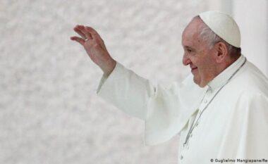 Pandemia dëmton edhe selinë e shenjtë, Papa kërkon ulje të pagave për kardinalët dhe klerikët