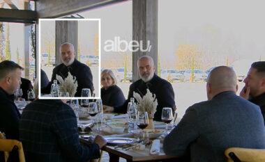 """Ngjitur e ngjitur pa pyetur për Covid-19 Rama shtrohet sërish në drekë me """"oligarkët"""" (VIDEO)"""