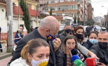 E shtyu se ishte pa maskë, gazetarja i përgjigjet Ramës: Ke shumë borxhe!