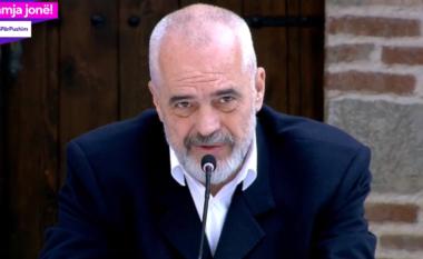 Rama nxjerr pamjet pas dhe para nga Gjirokastra, e krahason me foto bardhezi (VIDEO)