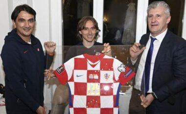 """Rekordi historik i Modric, Kreacia e nderon dhe bën fituesin e """"Topit të Artë"""" të shpërthejë në lot"""