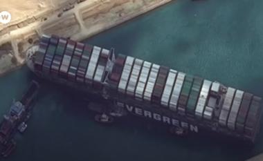 Kanali i Suezit akoma i bllokuar, vazhdojnë përpjekjet