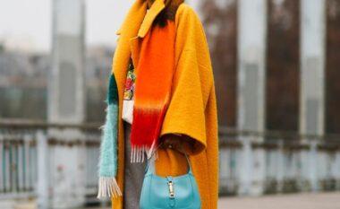 Kombinimi i bujshëm tuta dhe pallto, si ta vishni këtë pranverë!
