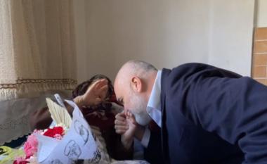 Prag fushate, Rama i puth dorën gjyshes 111 vjeçare