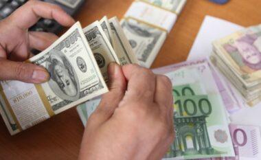 Bie euro dhe dollari: Njihuni me këmbimin valutor për sot