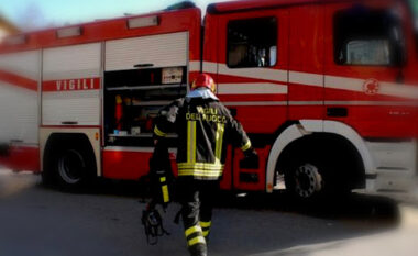 DETAJET/ Zjarr në katin e shtatë të një banese në Tiranë, shpëtohet një grua