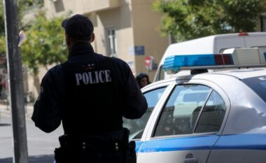 Çmendet shqiptari në Greqi, tenton të rrëmbejë me dhunë një vajzë greke