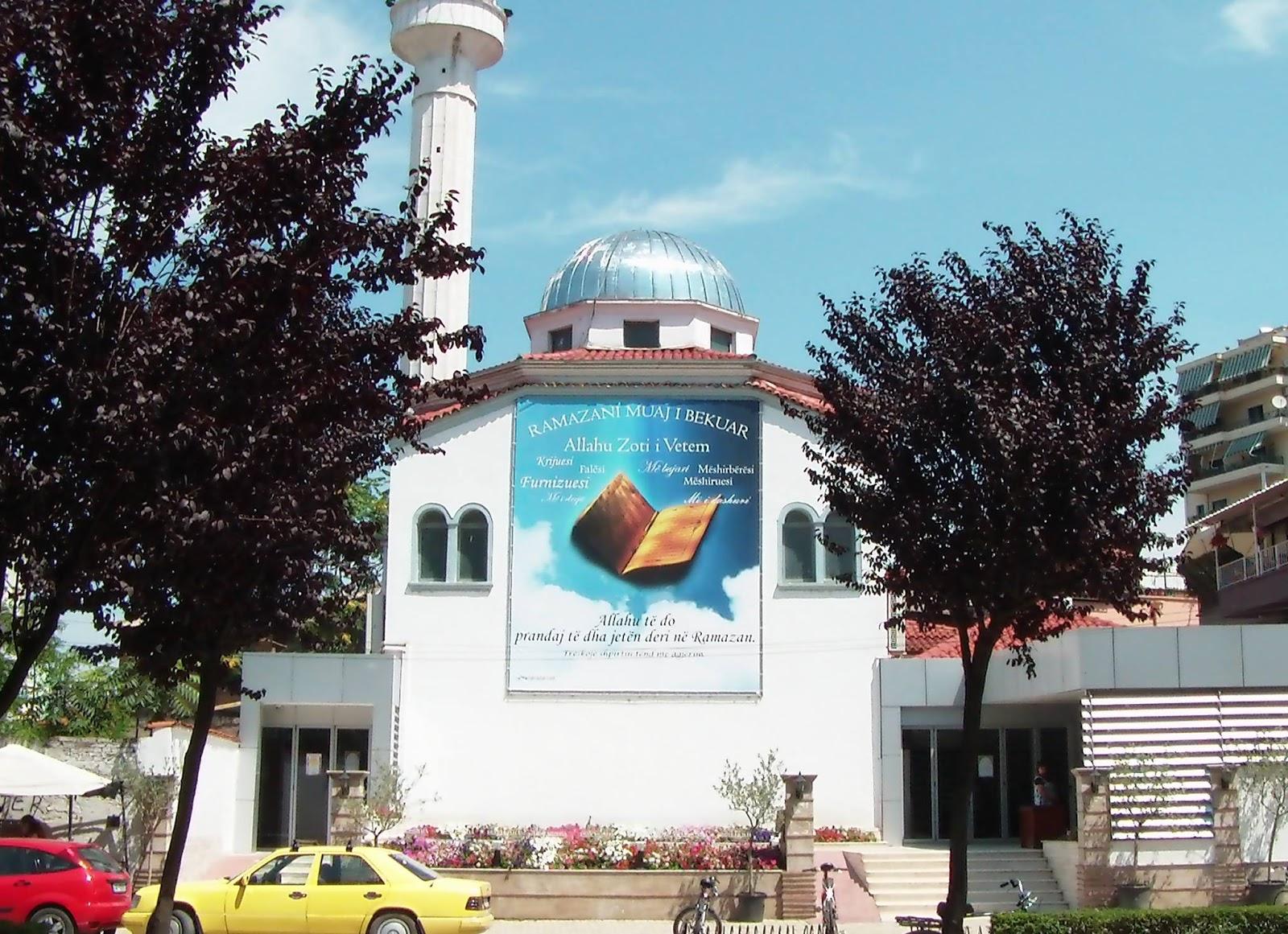 Sulm me thikë në xhaminë e njohur në Tiranë, 5 të plagosur