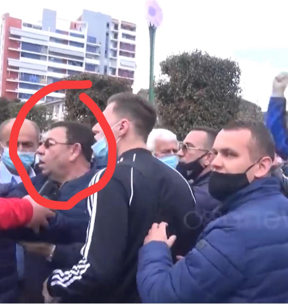 """""""Vrasje e paralajmëruar"""", gazetari reagon për përplasjen me armë në Elbasan"""