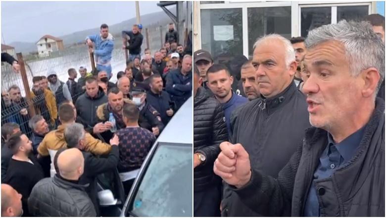 """""""E ndoqëm fshat më fshat"""", kandidati zbulon sa para u kapën në makinën e bllokuar në Dibër (VIDEO)"""